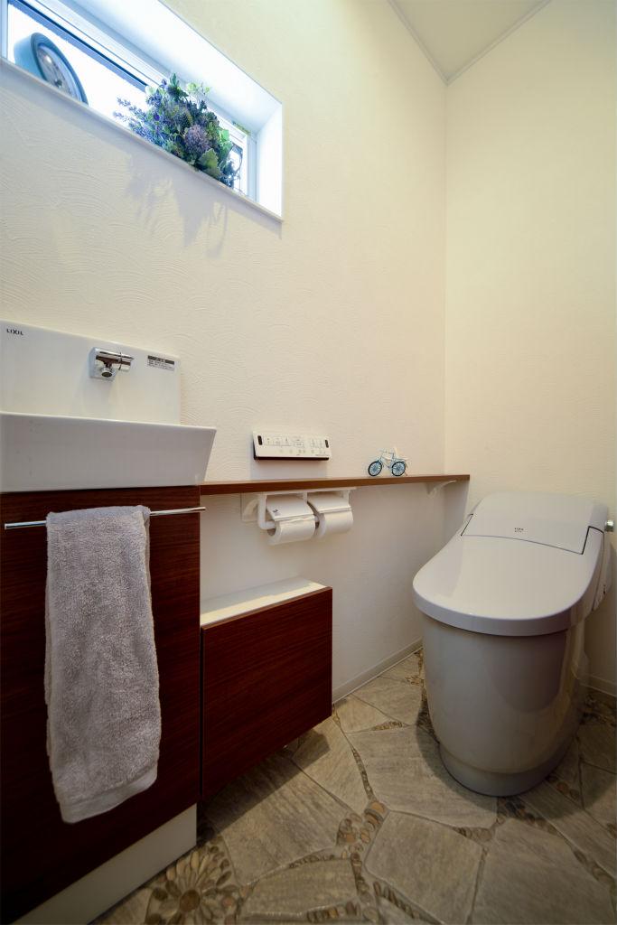 アメリカンテイストの家・トイレ