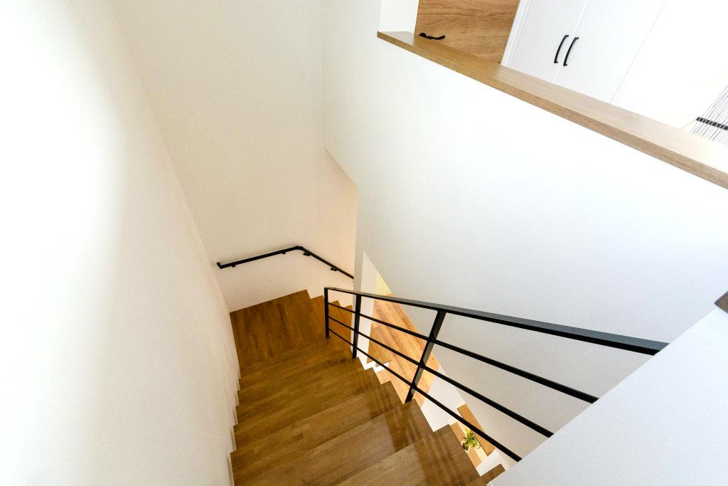 家族が心地よく繋がる家・階段