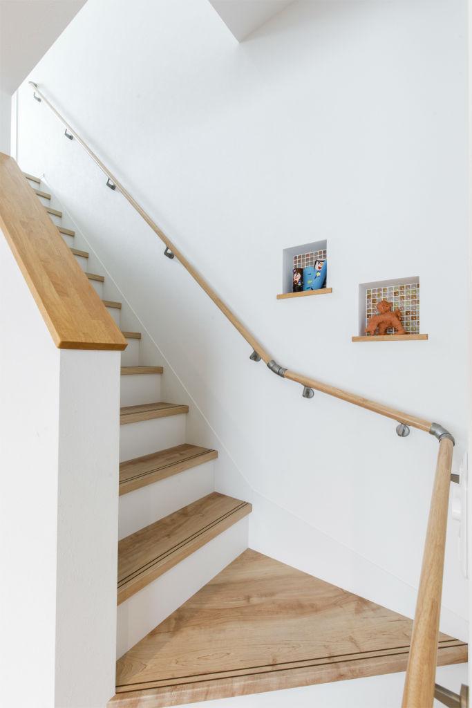 回遊動線の家・階段