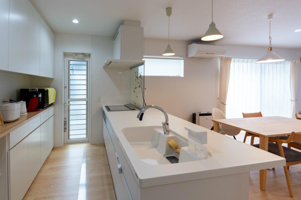 白いキッチン空間